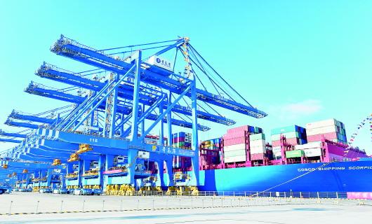 全球首个氢动力+5G码头亮相青岛港 轨道吊实现完全零排放