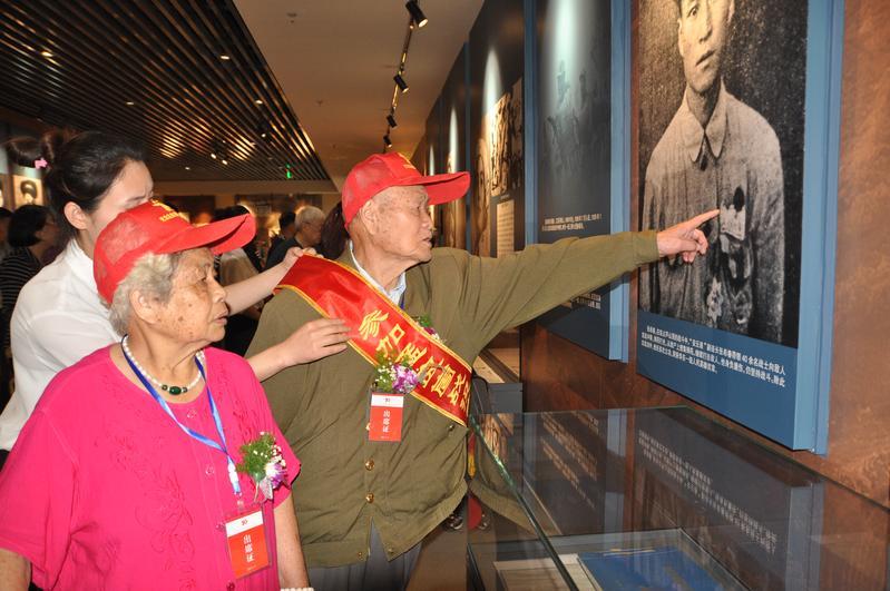 老战士参观孟良崮战役纪念馆