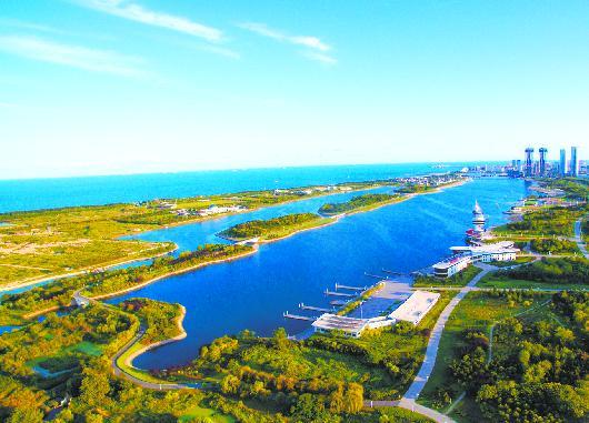 日照奥林匹克水上运动公园里亮丽的水景。
