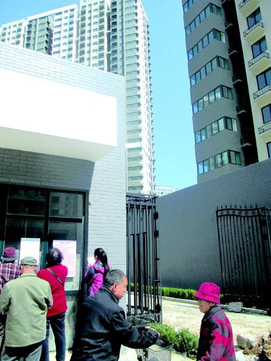 济南一棚改旧改小区,回迁居民住进高大上的新小区。(资料片)