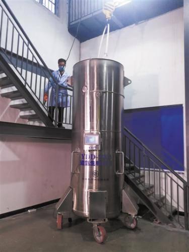 保存展文莲遗体的液氮罐。银丰研究院供图