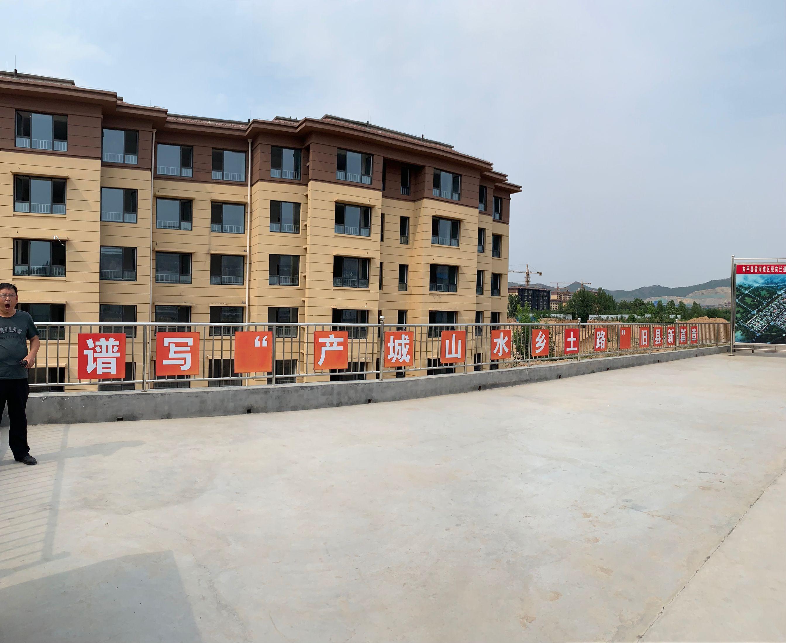 东平县旧县乡时代新城社区正在进行内饰装修,9月底前实现搬迁入住。
