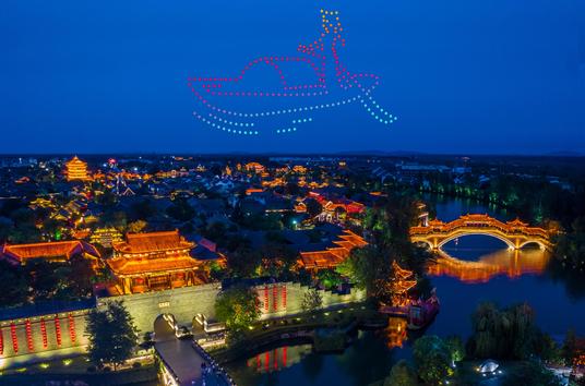 """10月26和27日晚上,央视春晚表演团队200架无人机将""""点亮""""台儿"""