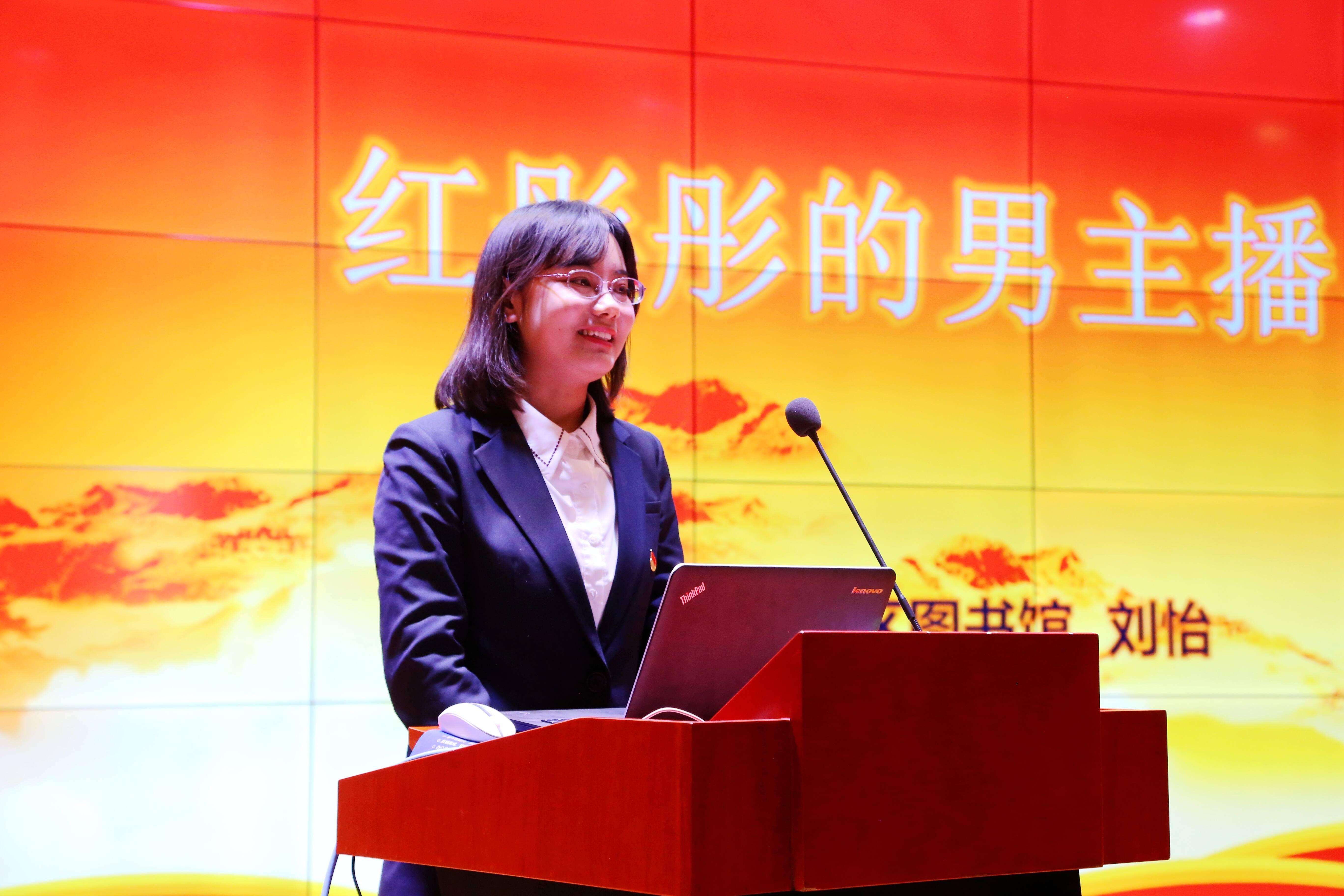 百姓宣讲团成员通过故事宣讲全会精神。记者 李涛 报道
