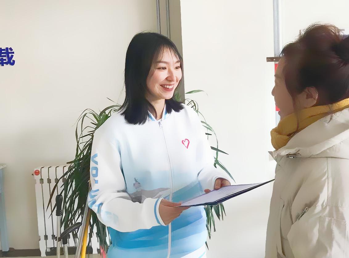 刘奕彤积极参加志愿服务和乡村社会实践。