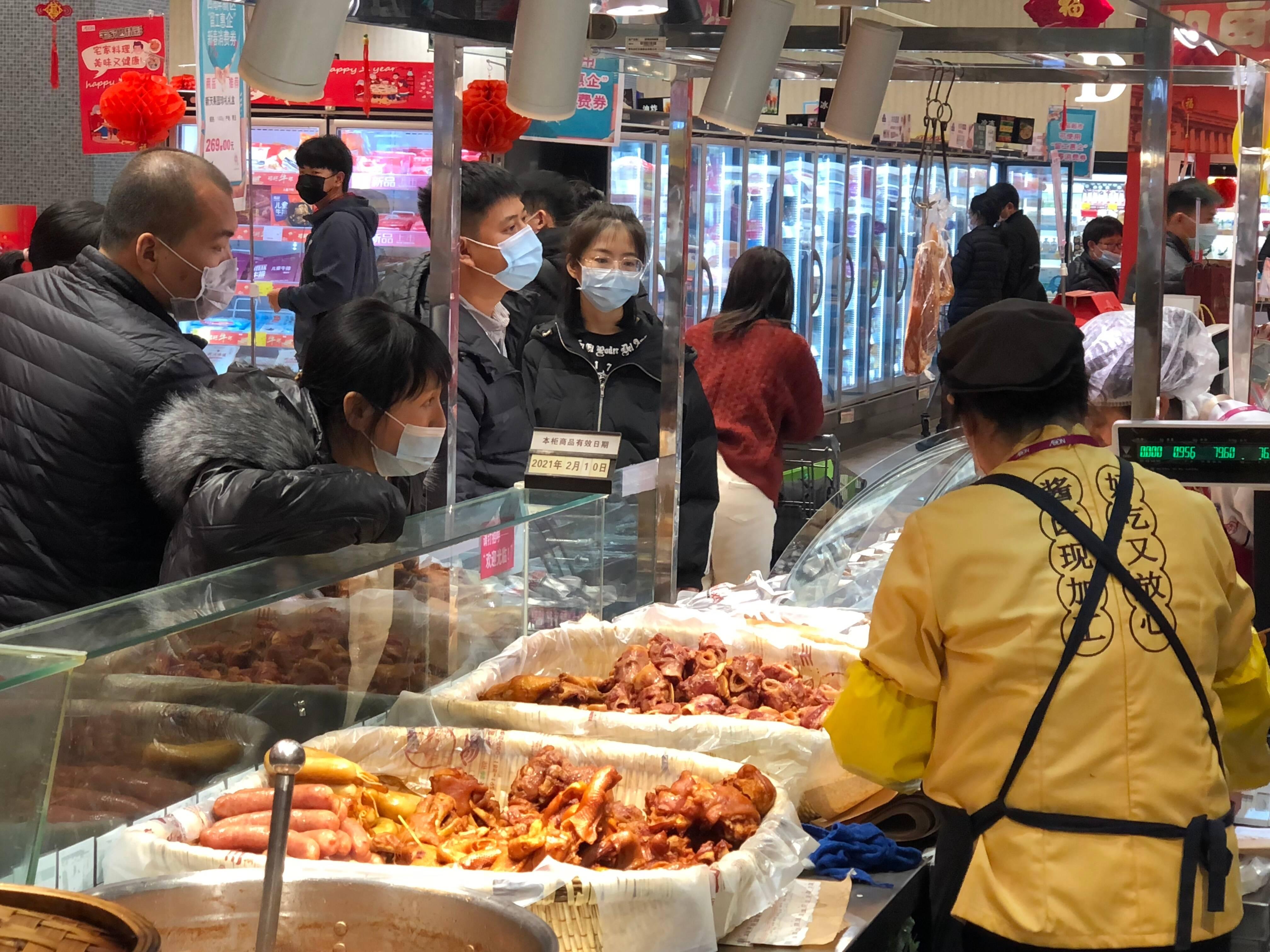 春节期间,西海岸商超内消费气氛火爆。