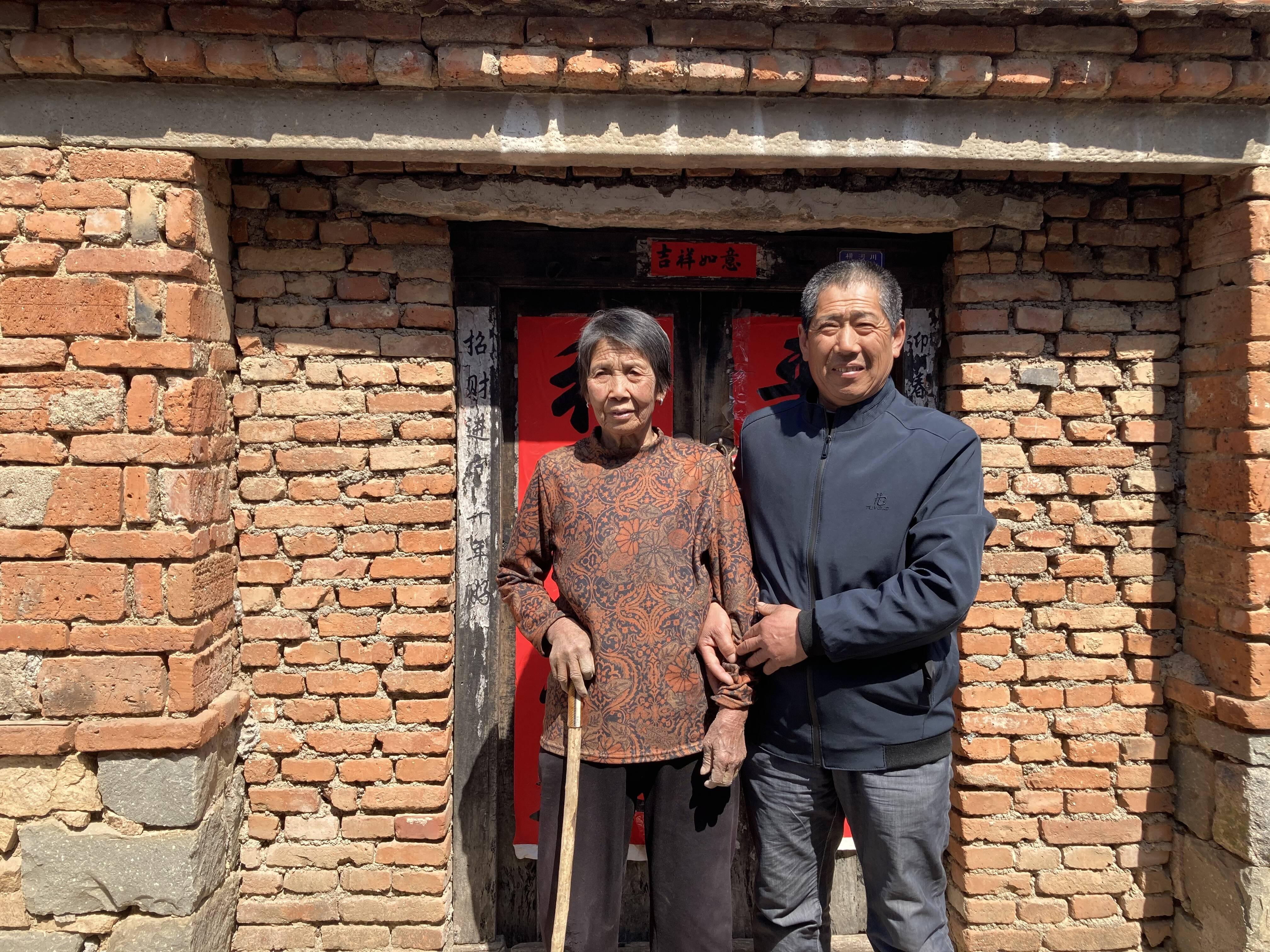 季元美老人一直感激刘法强当年的救命之恩。