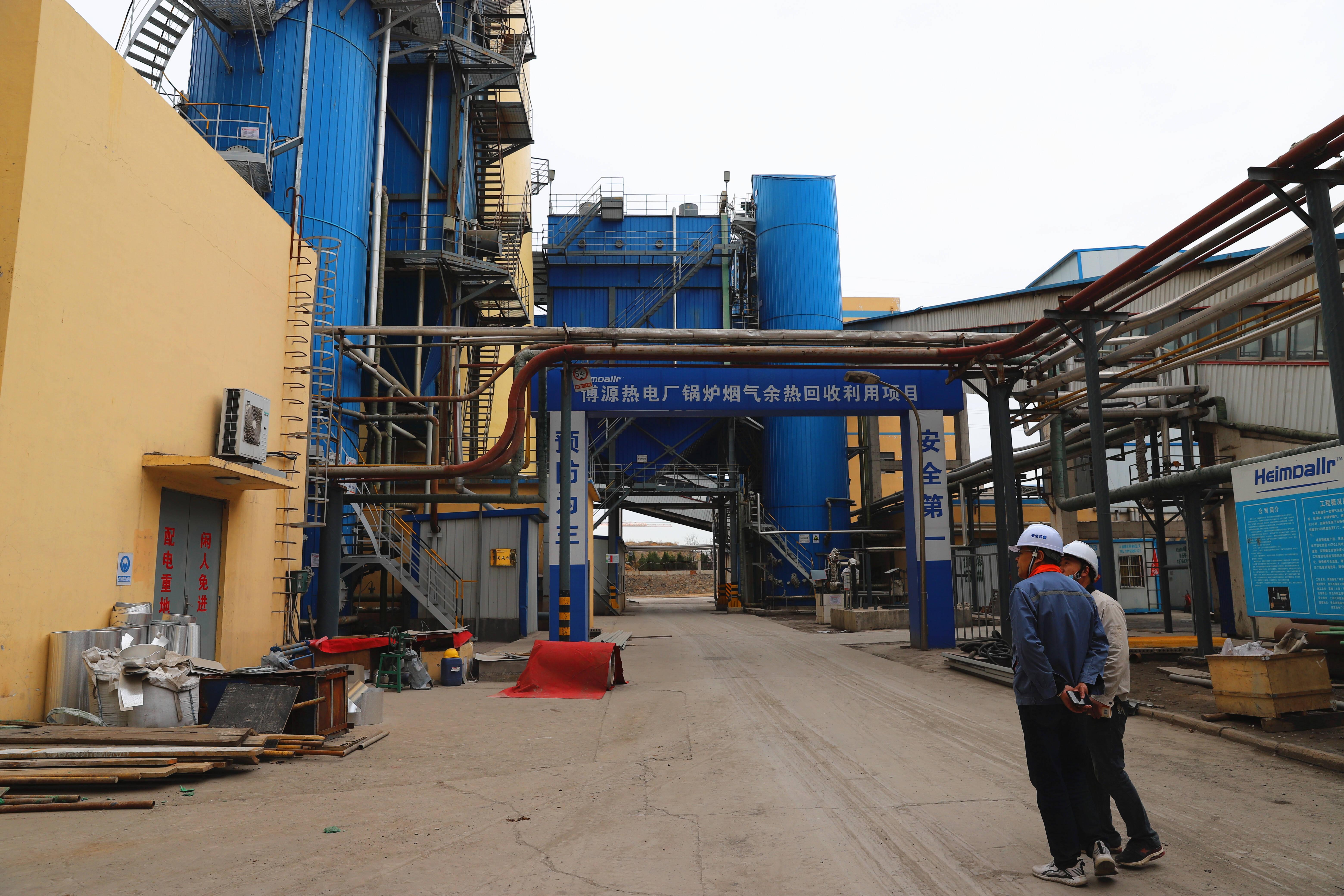 博源热电厂锅炉烟气余热回收利用项目现场。记者 张静 报道