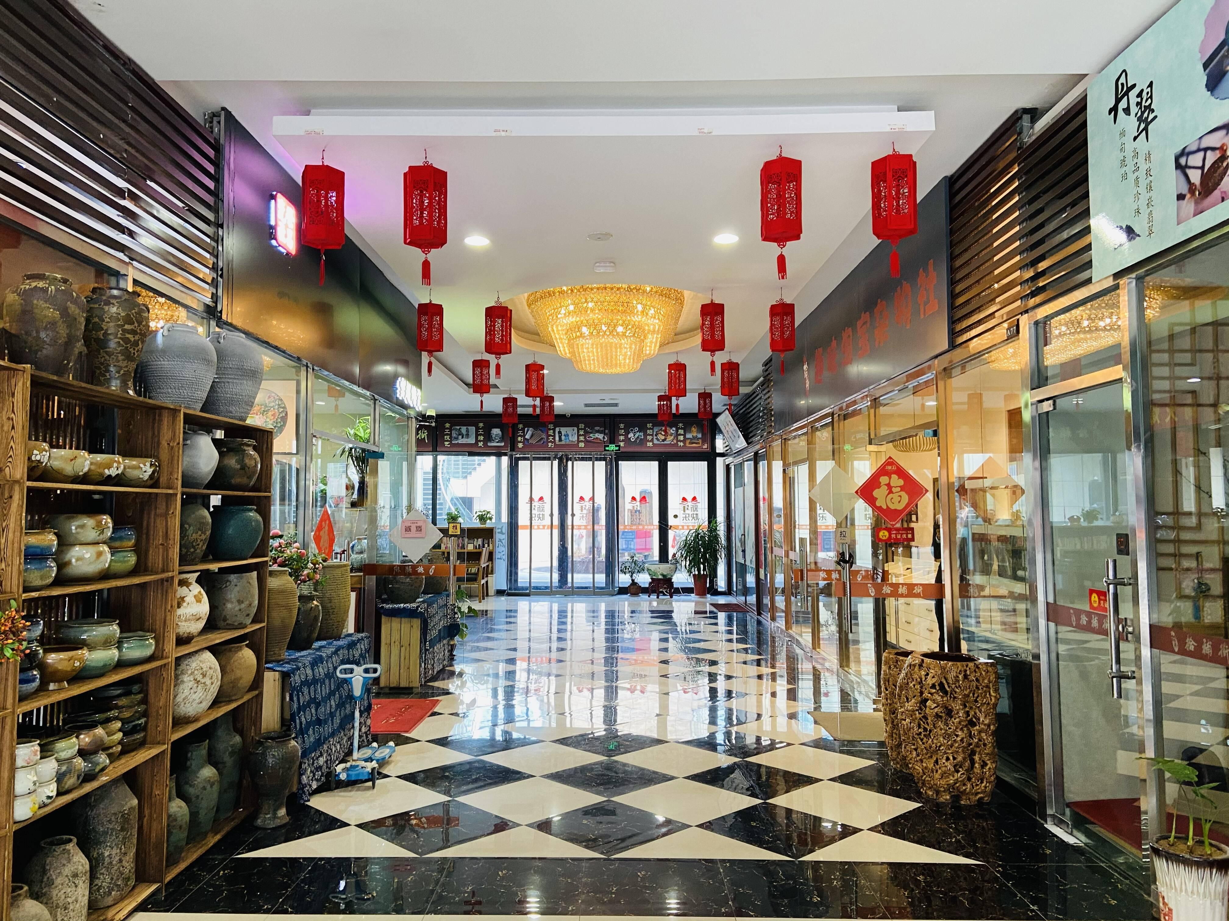 """""""拾补街是一条艺术交流、文化体验、收藏鉴赏的时尚特色街区。记者 丁霞 摄"""