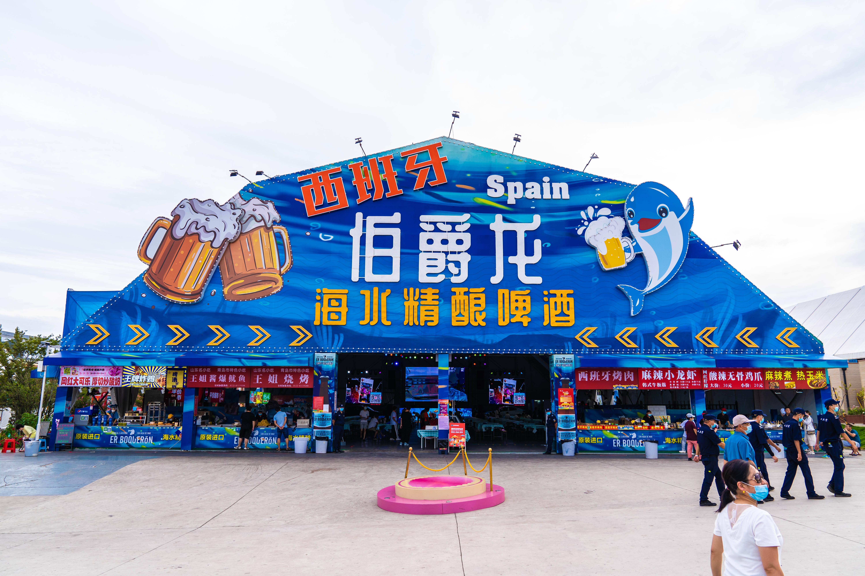 在伯爵龙啤酒大篷可以喝到独特的海水精酿啤酒。(西宣供图)