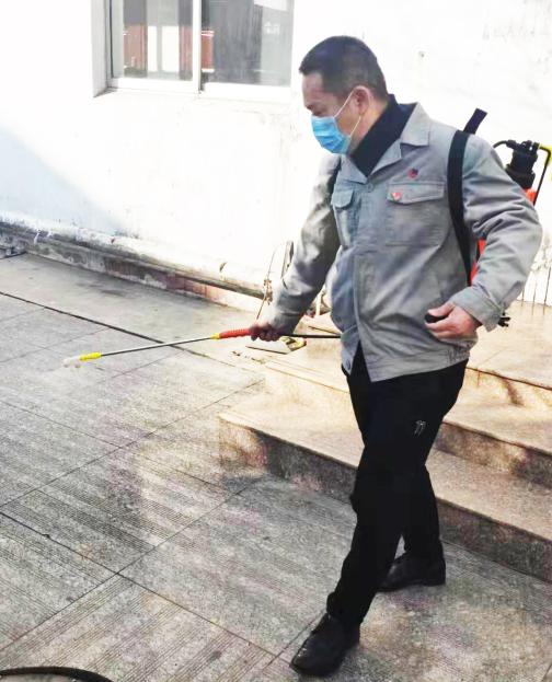 物业站党员陈大华