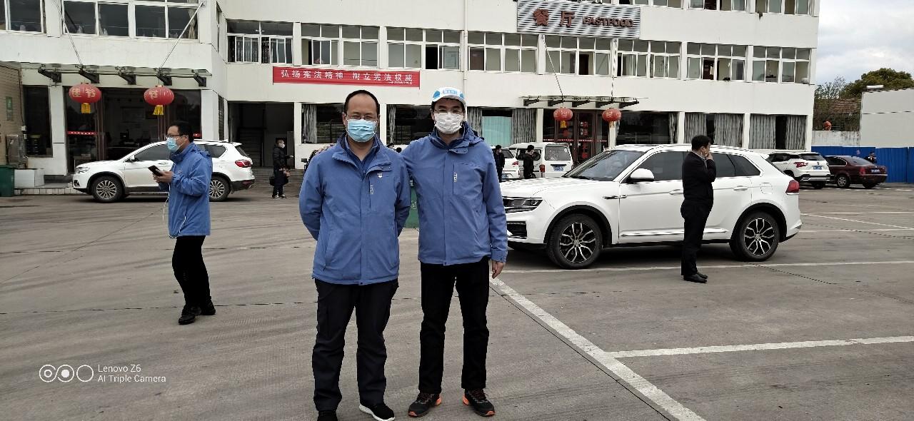 """王延东(左)和韩超(右)""""胜利会师"""",此前两人分别在黄冈市和团风县工作。"""
