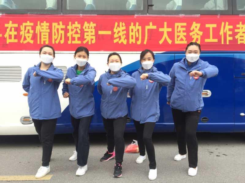 淄博市第三批援助湖北医疗队员返回前合影