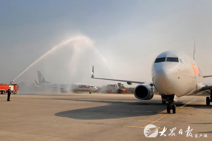 山东省援鄂第七批返鲁人员凯旋 刘家义到机场迎接