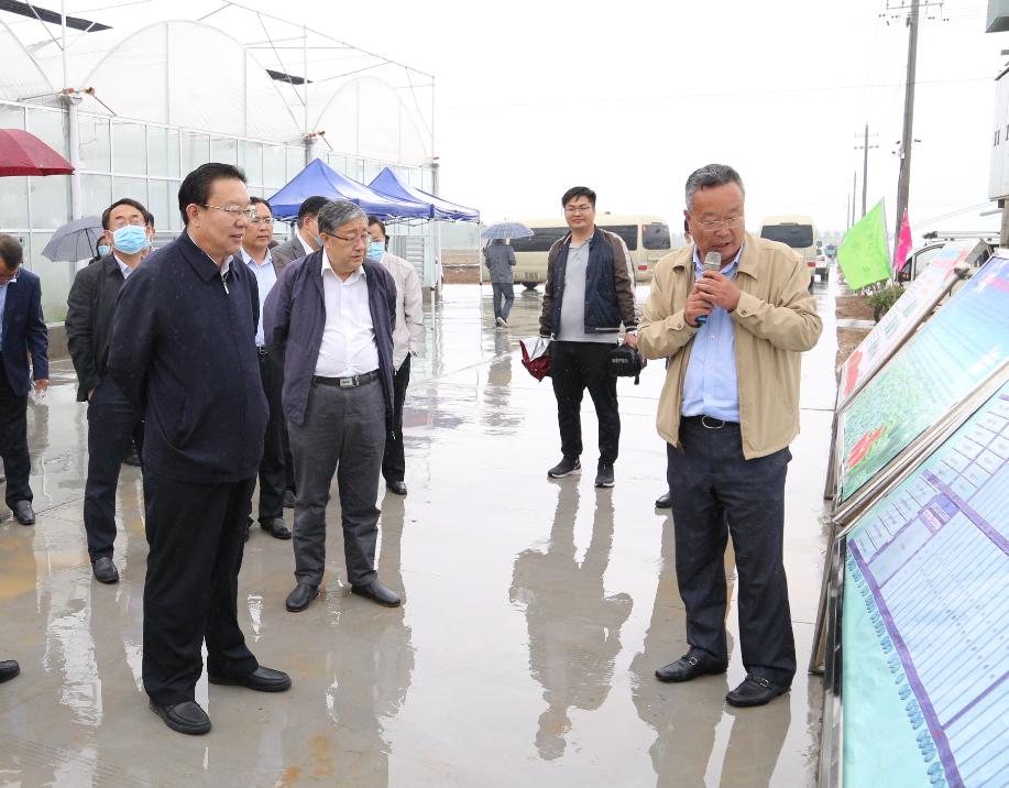 省农科院党委书记李长胜、院长万书波一行到菏泽市富万家生态农业产业园参观考察