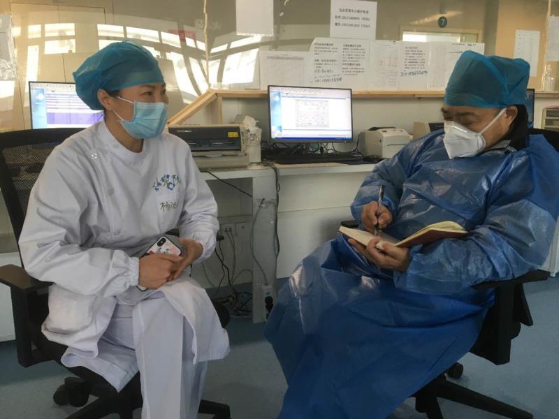 杨汝燕在黄冈大别山区域医疗中心病房接受作者采访。