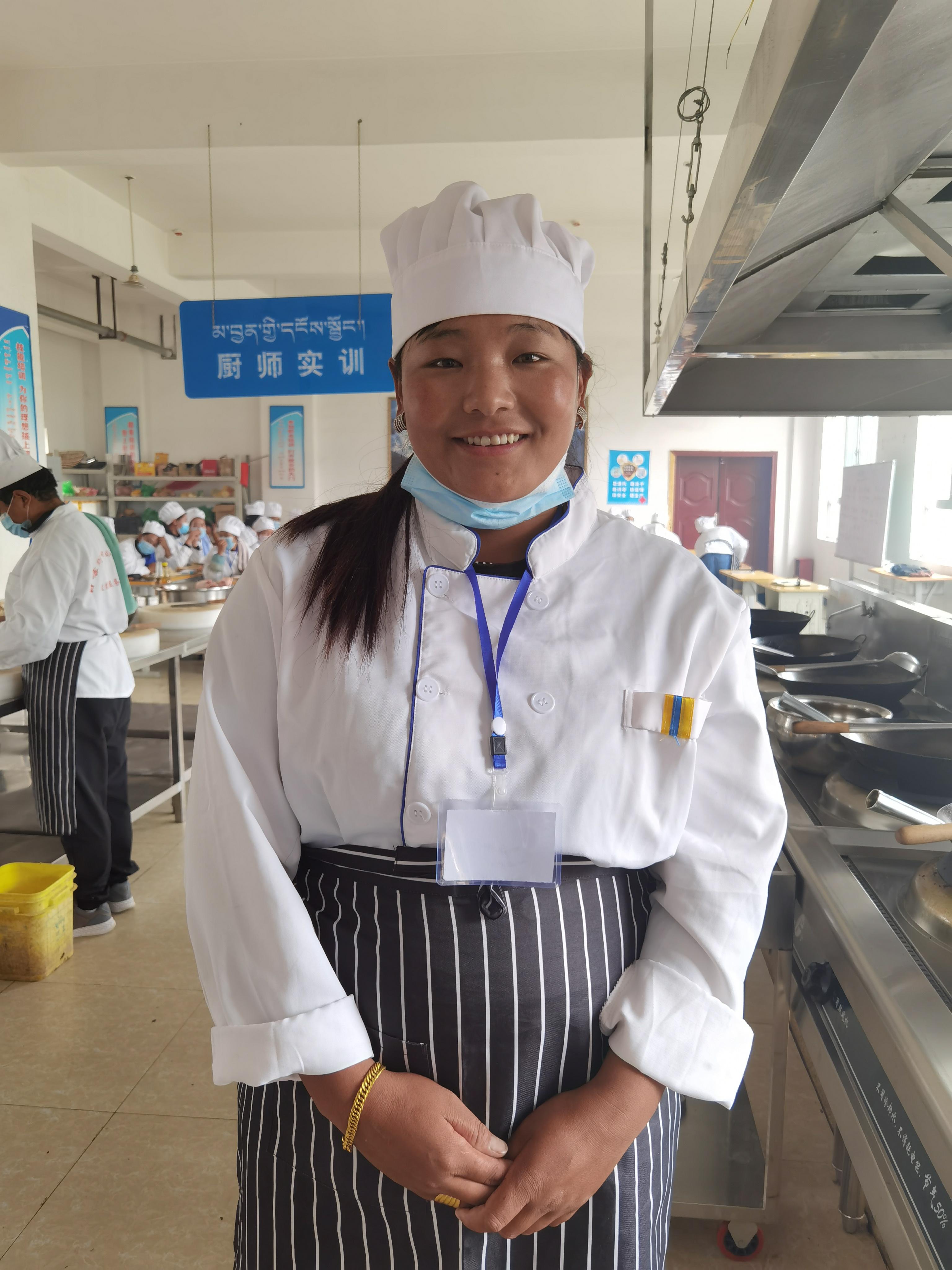 次仁卓玛的梦想,是拿到厨师证后,开一个大一点的藏餐。