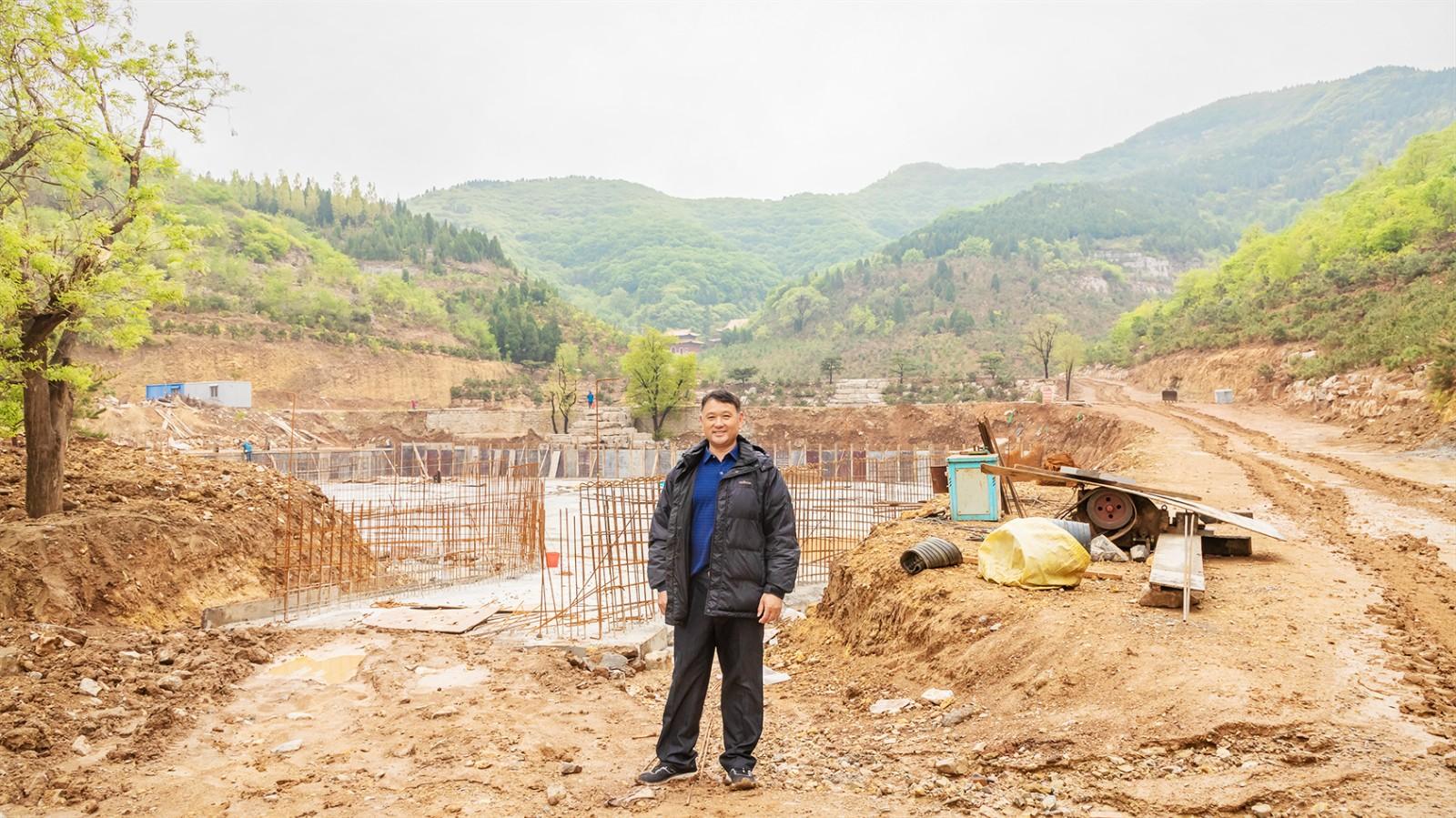 在郊野公园建设工地的贾虎平