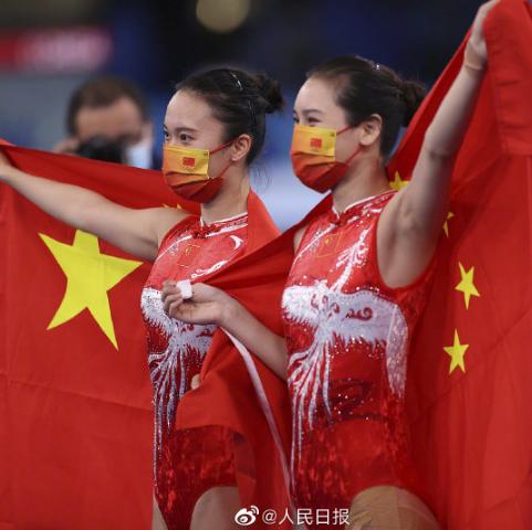 奥运赛场上,他们的这个动作让人动容!