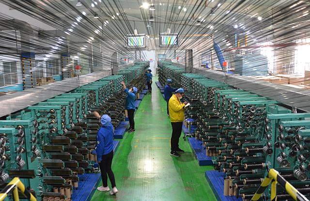 光威集团碳梁生产线。