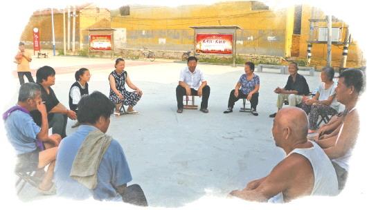 临清市尚店镇党代表与村民一人一个小马扎围坐在一起,畅谈乡村发展的点滴。(□高田报道)